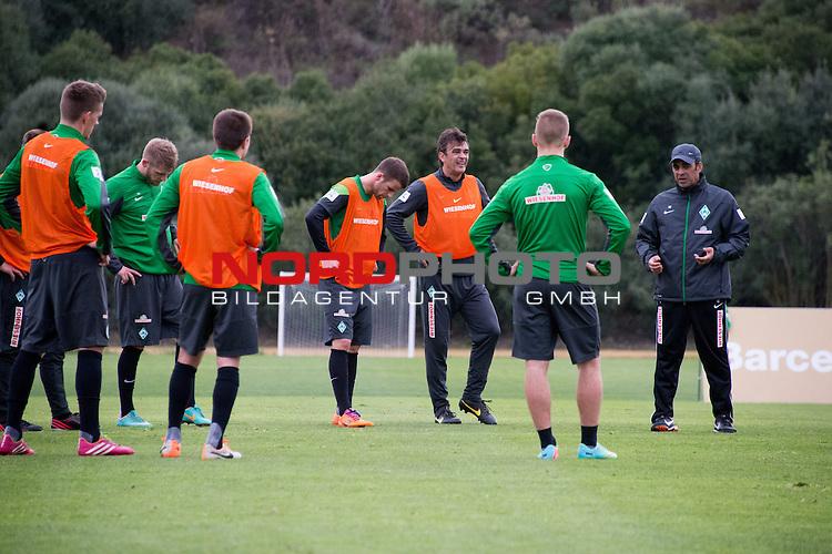 Trainingsgel&auml;nde, Jerez, ESP, 1.FBL, Trainingslager Werder Bremen 2014,  14.01.2014, <br /> <br /> Robin Dutt (Trainer Werder Bremen) Damir Buric (Co-Trainer Werder Bremen)<br /> Lukas Schmitz (Bremen #13)<br /> Aaron Hunt (Bremen #14)<br /> Nils Petersen (Bremen #24)<br /> Aleksandar Ignjovski (Bremen #17) <br /> Martin Kobylanski (Bremen #33)<br /> Foto &copy; nordphoto/ Kokenge