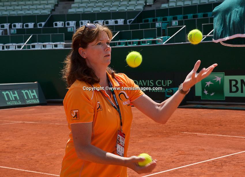Austria, Kitzbühel, Juli 19, 2015, Tennis,  Davis Cup, Team manager Caroline kees the<br /> Photo: Tennisimages/Henk Koster