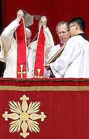 "Papa Francesco si toglie la stola rossa dopo aver impartito la Benedizione Urbi et Orbi in occasione del Natale, dalla loggia centrale della Basilica di San Pietro, Citta' del Vaticano, 25 dicembre 2013.<br /> Pope Francis takes off his red stole after delivering the ""Urbi et Orbi"" (""to the City and to the World)"" blessing to faithful on the occasion of the Christmas day from the central loggia of St. Peter's Basilica, Vatican, 25 December 2013.<br /> UPDATE IMAGES PRESS/Isabella Bonotto"