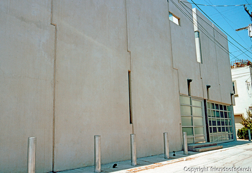 Venice CA: Hess House.  Eastern Canal Ct. side. David Hertz, Architect. Photo '01.