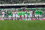 05.08.2017, Weserstadion, Bremen, GER, FSP, SV Werder Bremen (GER) vs FC Valencia (ESP)<br /> <br /> im Bild<br /> Mannschaft von Werder Bremen dreht eine Runde durch das Stadion und applaudiert / bedankt sich bei Fans mit Applaus f&uuml;r die Unterst&uuml;tzung, <br /> u.a. Luca Caldirola (Werder Bremen #3), Niklas Schmidt (Werder Bremen #38), Fin Bartels (Werder Bremen #22), Florian Kainz (Werder Bremen #7), Robert Bauer (Werder Bremen #4), Jiri Pavlenka (Werder Bremen #1),k Philipp Bargfrede (Werder Bremen #44), Milos Veljkovic (Werder Bremen #13), Max Kruse (Werder Bremen #10), Thomas Delaney (Werder Bremen #6), Aron J&oacute;hannsson / Johannsson (Werder Bremen #9), <br /> <br /> Foto &copy; nordphoto / Ewert