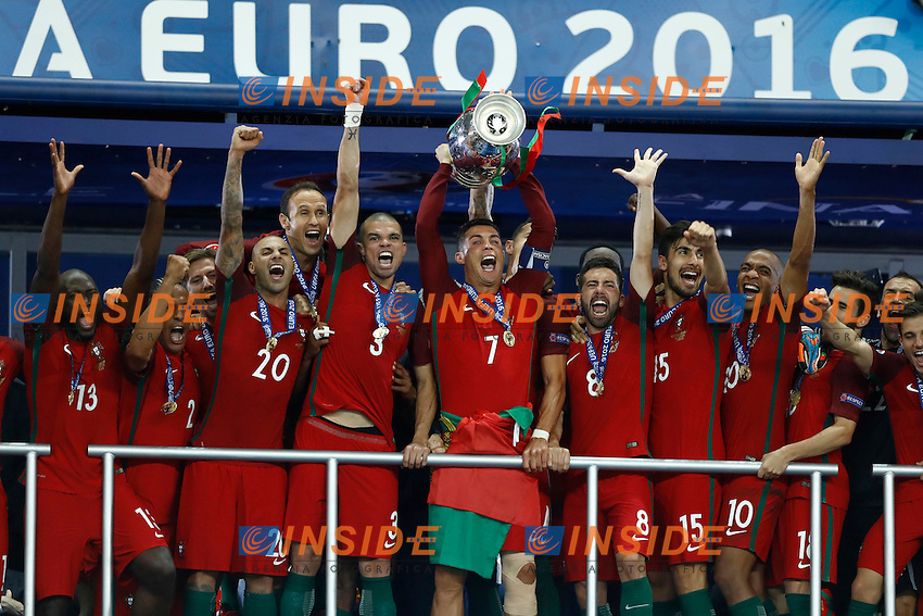 Cristiano Ronaldo (Portugal) and the team celebrating with the trophy. esultanza vittoria trofeo<br /> Paris 10-07-2016 Stade de France Football Euro2016 Portugal - France / Portogallo - Francia Final / Finale <br /> Foto Matteo Ciambelli / Insidefoto