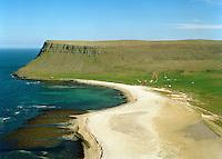 Látravík séð til norðausturs. Hvallátur. Vesturbyggð áður Rauðasandshreppur / Latravik viewing northeast. Hvallatur. Vesturbyggd former Raudasandshreppur.