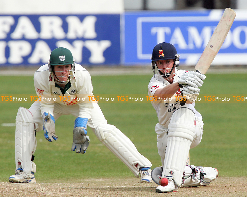 Josh Knappett of Worcs looks on as Grant Flower tries the reverse sweep - Essex CCC vs Worcestershire CCC - Friendly Match at Ford County Ground, Chelmsford, 13/04/07 - MANDATORY CREDIT: Gavin Ellis/TGSPHOTO - IMAGES USED WILL BE INVOICED AT STANDARD RATES