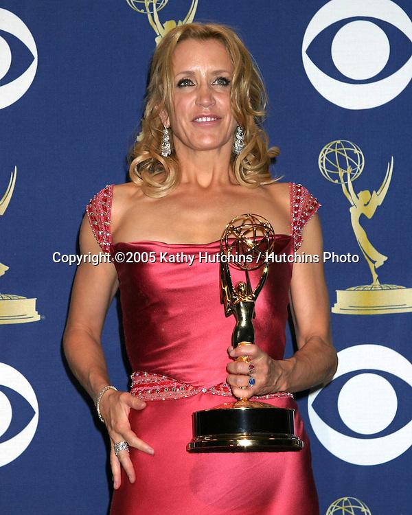 Felicity Huffman.2005 Primetime Emmy Awards.Shrine Auditorium.September 18, 2005.©2005 Kathy Hutchins / Hutchins Photo....