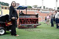 SÃO PAULO,SP,31-10-2013 - 3º SEMINÁRIO PREPARAÇÃO GRAMADOS - Maristela Kuhn engenheira agronoma durante apresentação de equipamaneto usados para o cuidado de gramado no 3º seminário de preparaçao de gramados realizado no estadio Paulo Machado de Carvalho (Pacaembu) tarde de hoje.(Foto Ale Vianna/Brazil Photo Press)