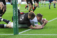 Chris Ashton of England scores a dramatic try during the Quilter International match between England and New Zealand at Twickenham Stadium on Saturday 10th November 2018 (Photo by Rob Munro/Stewart Communications)