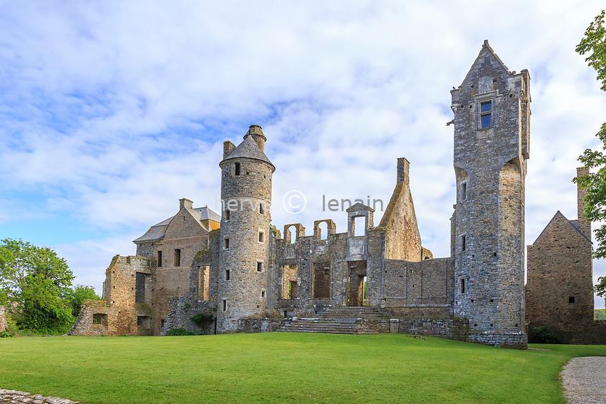 France, Manche (50), Cotentin, Gratot, château de Gratot, vestiges des bâtiments construits du XIIIe au XVIIIe siècle // France, Manche, Cotentin Peninsula, Gratot, Gratot castle