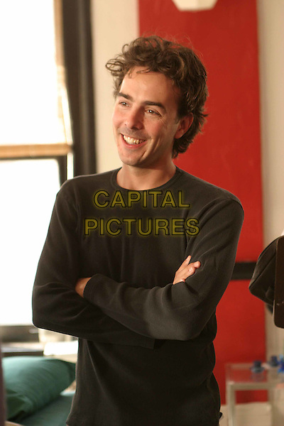 SHAWN LEVY (DIRECTOR).on the set of Cheaper By The Dozen.Filmstill - Editorial Use Only.Ref: FB.www.capitalpictures.com.sales@capitalpictures.com.Supplied by Capital Pictures