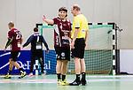 Stockholm 2014-12-03 Handboll Elitserien Hammarby IF - IFK Sk&ouml;vde :  <br /> Lugis Jonatan Leijonberg diskuterar med domare Jonny Ahlvin under matchen mellan Hammarby IF och IFK Sk&ouml;vde <br /> (Foto: Kenta J&ouml;nsson) Nyckelord:  Eriksdalshallen Hammarby HIF Bajen IFK Lugi diskutera argumentera diskussion argumentation argument discuss arg f&ouml;rbannad ilsk ilsken sur tjurig angry domare referee ref