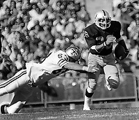 Oakland Raider Clarence Davis running against the New Orleans Saints..(1975 photo/Ron Riesterer)