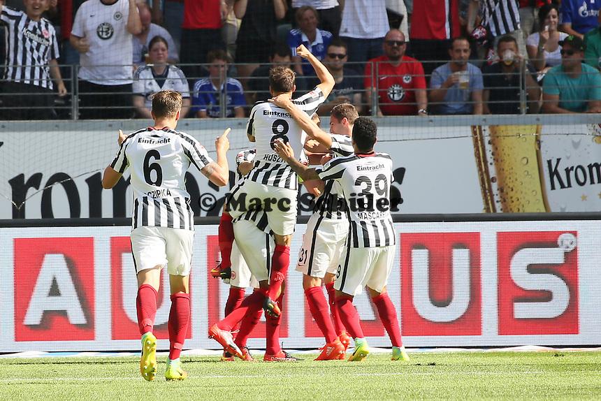 celebrate the goal, Torjubel zum 1:0 von Alexander Meier (Eintracht Frankfurt) - 27.08.2016: Eintracht Frankfurt vs. FC Schalke 04, Commerzbank Arena