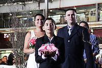 SAO PAULO, SP - 26.11.2016 - CASAMENTO COMUNIT&Aacute;RIO - O Centro de Tradi&ccedil;&otilde;es Nordestinas foi palco para casamento comunit&aacute;rio realizado neste S&aacute;bado (26), na zona norte de S&atilde;o Paulo.<br /> <br /> (foto: Fabricio Bomjardim / Brazil Photo Press)