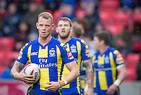 Picture by Allan McKenzie/SWpix.com - 04/03/2017 - Rugby League - Betfred Super League - Salford Red Devils v Warrington Wolves - AJ Bell Stadium, Salford, England - Warrington's Kevin Brown marshalls his players.