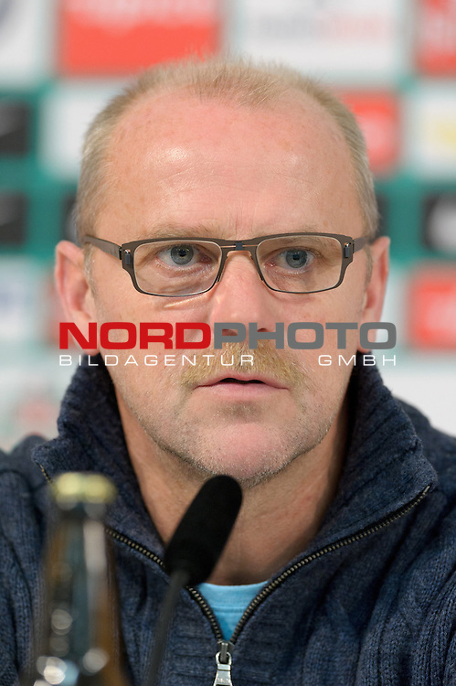 02.11.2012, Weserstadion, Bremen, GER, 1.FBL, Pressekonferenz Werder Bremen, im Bild Thomas Schaaf (Trainer Werder Bremen)<br /> <br /> // during press conference of Werder Bremen on 2012/11/02, Weserstadion, Bremen, Germany.<br /> Foto &copy; nph / Frisch *** Local Caption ***