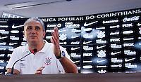 O tecnico Tite apresenta camisa FALA MUITO durante entrevista coletiva realizada no CT Joaquim Grava, no Parque Ecologico do Tiete, zona leste de Sao Paulo, na manhã desta sexta-feira 06. FOTO ALE VIANNA - NEWS FREE.