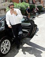 Marco Staffoli, pmarito del presidente della Roma ed amministratore delegato di Italpretroli Rosella Sensi, all'esterno dello studio del magistrato Cesare Ruperto durante una pausa della riunione del collegio arbitrale per la vertenza tra Italpetroli ed Unicredit, presso lo studio di Ruperto a Roma, 5 luglio 2010..UPDATE IMAGES PRESS/Riccardo De Luca