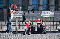 """""""Marsch fuer das Leben"""" des konservativen Bundesverbandes Lebensrecht (BVL) am Samstag den 21. September 2019 in Berlin. Mehrere tausend Lebensschuetzer zogen mit dem jaehrlichen """"Marsch fuer das Leben"""" durch die Berliner Innenstadt. Sie sind gegen ein Selbsbestimmungsrecht der Frau und fuer ein Verbot von Abtreibung.<br /> 21.9.2019, Berlin<br /> Copyright: Christian-Ditsch.de<br /> [Inhaltsveraendernde Manipulation des Fotos nur nach ausdruecklicher Genehmigung des Fotografen. Vereinbarungen ueber Abtretung von Persoenlichkeitsrechten/Model Release der abgebildeten Person/Personen liegen nicht vor. NO MODEL RELEASE! Nur fuer Redaktionelle Zwecke. Don't publish without copyright Christian-Ditsch.de, Veroeffentlichung nur mit Fotografennennung, sowie gegen Honorar, MwSt. und Beleg. Konto: I N G - D i B a, IBAN DE58500105175400192269, BIC INGDDEFFXXX, Kontakt: post@christian-ditsch.de<br /> Bei der Bearbeitung der Dateiinformationen darf die Urheberkennzeichnung in den EXIF- und  IPTC-Daten nicht entfernt werden, diese sind in digitalen Medien nach §95c UrhG rechtlich geschuetzt. Der Urhebervermerk wird gemaess §13 UrhG verlangt.]"""