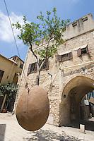 Asie/Israel/Tel-Aviv-Jaffa/Vieux Jaffa: Oranger supsendu par Ran Morin 1993