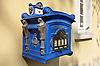 blauer antiker Postbriefkasten