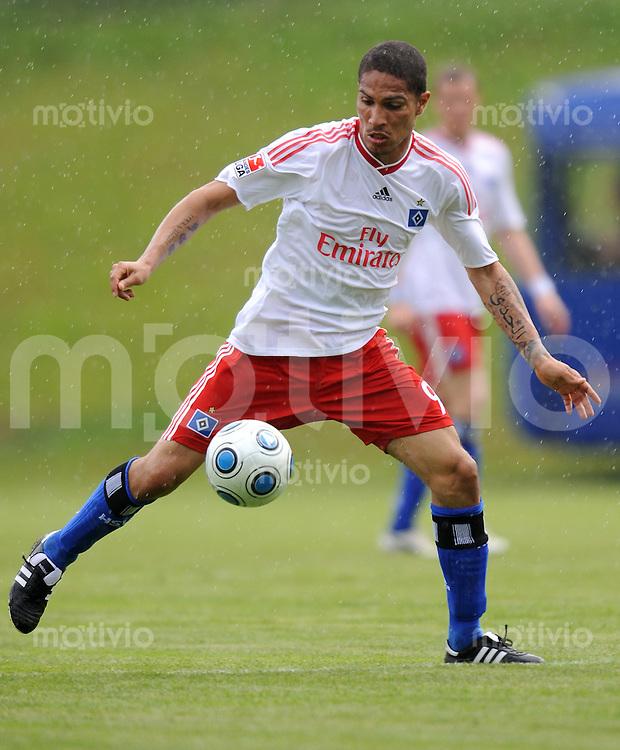 FUSSBALL     1. BUNDESLIGA     SAISON 2009/2010     14.07.2009 Testspiel  SpVgg Unterhaching - Hamburger SV  , HSV Einzelaktion Paolo Guerrero  ( Hamburger SV )