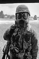 - NATO exercises in Germany, U.S. Army soldiers training to NBC decontamination (may 1987)....- esercitazioni NATO in Germania, soldati US Army  si addestrano alla decontaminazione NBC (maggio 1987)