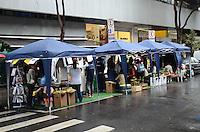 """ATENÇÃO EDITOR: FOTO EMBARGADA PARA VEÍCULOS INTERNACIONAIS. SAO PAULO, 21 DE SETEMBRO DE 2012 - ACAO SEMANA DA MOBILIDADE - Intervencao chamada Vaga Viva ocupa parte da rua Padre Joao Manuel, travessa da Avenida Paulista, numa das acoes da semana da mobilidade. A intencao é trtansformar um local normalemente ocupado por carros em uma """"sala de estar no meio do mato em plena Paulista"""". Durante todo o dia conversas, música, jogos, café, leituras e local de descanso convidam quem passa por ali a sentir e olhar de um jeito diferente a rua e os espaços públicos. FOTO: ALEXANDRE MOREIRA - BRAZIL PHOTO PRESS"""