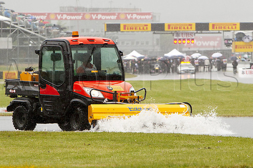12.06.2011 Canadian Formula One Grand Prix from the Circuit Gilles Villeneuve. Picture shows staff clearing water from the track