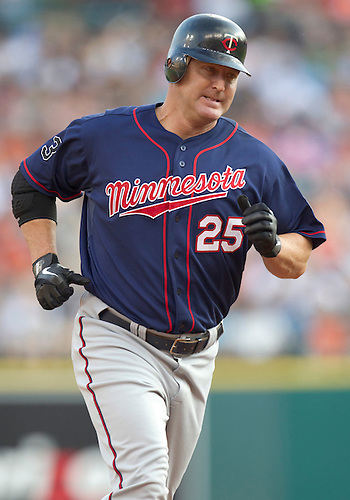 August 17, 2011:  Minnesota Twins designated hitter Jim Thome (#25) rounds the bases after hitting home run during MLB game action between the Minnesota Twins and the Detroit Tigers at Comerica Park in Detroit, Michigan.  The Twins defeated the Tigers 6-5.
