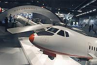 - stand Finmeccanica (Italy): models of medium range airliners ATR 72....- stand Finmeccanica (Italia): modelli di aerei di linea a medio raggio ATR 72