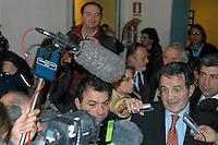 Roma Febbraio 2005.Redazione del quotidiano Il Manifesto, sequestro di Giuliana Sgrena.Nella redazione Romano Prodi