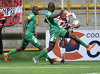 BOGOTA - COLOMBIA -25 -02-2015: Wilmer Diaz (Izq.) y Andres Murillo (Cent.) jugadores de La Equidad disputan el balón con Michael Ortega (Der.) jugador de Atletico Junior, durante partido entre La Equidad y Atletico Junior por la fecha 6 de la Liga Aguila I-2015, jugado en el estadio Metropolitano de Techo de la ciudad de Bogota. / Wilmer Diaz (L) and Andres Murillo (C) players of La Equidad vie for the ball with Michael Ortega (R) player of Atletico Junior, during a match La Equidad and Atletico Junior for the  date 6 of the Liga Aguila I-2015 at the Metropolitano de Techo Stadium in Bogota city, Photo: VizzorImage  / Luis Ramirez / Staff.