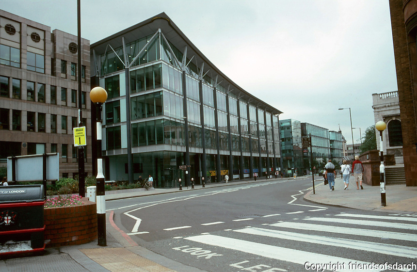 London:  Admirable new (unoccupied) office builidings south of St. Paul's, Cannon St.  Photo 2005.