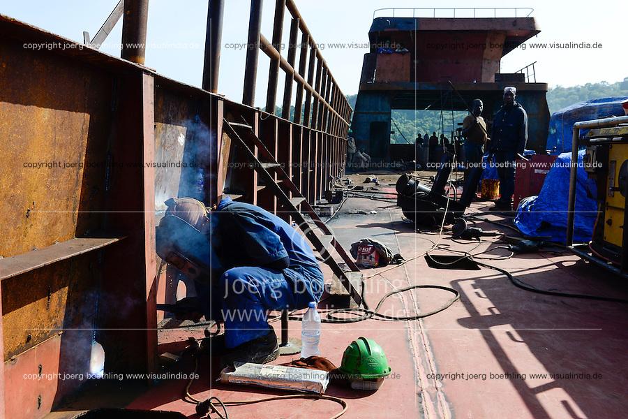 TANZANIA Tanga, Pangani, small shipyard / TANSANIA Tanga, Pangani, kleine Schiffswerft