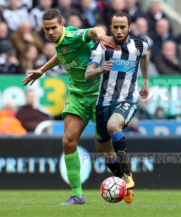 Newcastle United's Andros Townsend, right, vies for the ball with Sunderland's Jack Rodwell, left, during the Barclays Premier League match at St James' Park Stadium. Photo credit should read: Scott Heppell/Sportimage