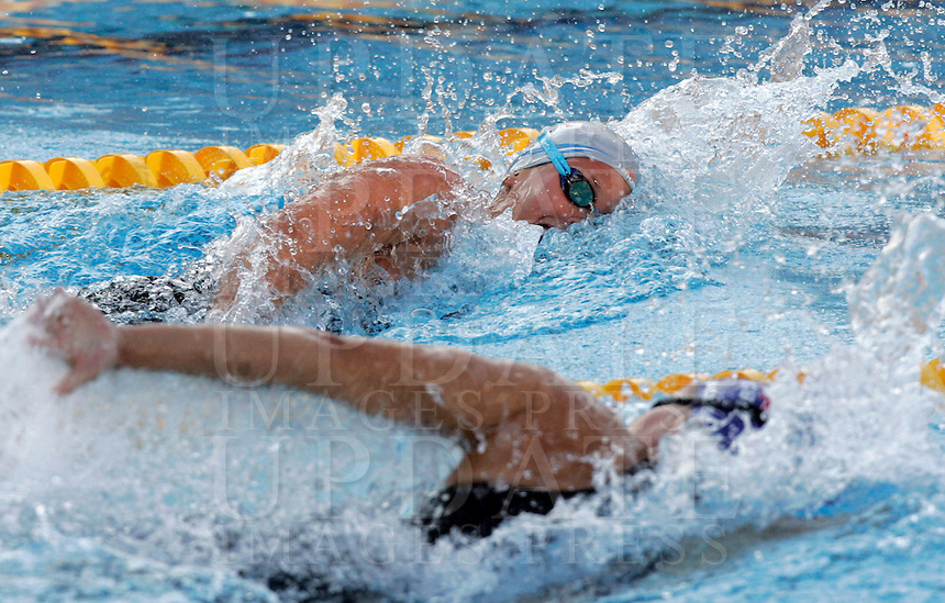 Italy's Federica Pellegrini, top, swims past Britain's Joanne Jackson on her way to set the new world record clocking 3.59.15 during the women's 400 meters freestyle at the Swimming World Championships in Rome, 26 July 2009..UPDATE IMAGES PRESS/Riccardo De Luca