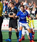 UTRECHT - Sander de Wijn (Kampong) heeft de stand op 3-3 gebracht tijdens de hoofdklasse  hockeywedstrijd heren, Kampong-HGC (3-3) . links Sam van der Ven (HGC) en Floris van der Linden (HGC)  COPYRIGHT KOEN SUYK