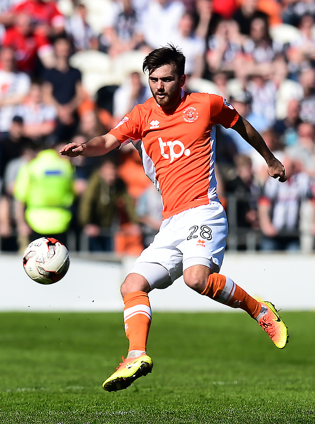 Blackpool's Jack Payne in action<br /> <br /> Photographer Richard Martin-Roberts/CameraSport<br /> <br /> The EFL Sky Bet League Two - Blackpool v Grimsby Town - Saturday 8th April 2017 - Bloomfield Road - Blackpool<br /> <br /> World Copyright &copy; 2017 CameraSport. All rights reserved. 43 Linden Ave. Countesthorpe. Leicester. England. LE8 5PG - Tel: +44 (0) 116 277 4147 - admin@camerasport.com - www.camerasport.com