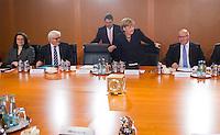 Berlin, Bundeskanzlerin Angela Merkel (CDU) und Bundeswirtschaftsminister und Vizekanzler Sigmar Gabriel (SPD) am Dienstag (17.12.13) im Bundeskanzleramt bei der ersten Kabinettssitzung der neuen Bundesregierung.<br /> Foto: Steffi Loos/CommonLens