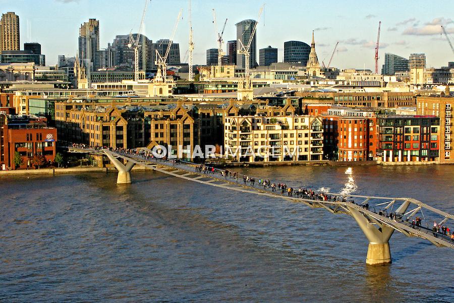 Ponte Millennium Bridge sobre o Rio Tamisa. Londres. Inglaterra. 2008. Foto de Juca Martins.