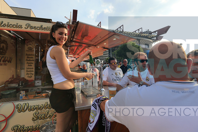 Real Madrid fans enjoy a beer before kick off during the UEFA Champions League Final match at the  Giuseppe Meazza Stadium, Milan, Italy. Photo credit should read: David Klein/Sportimage