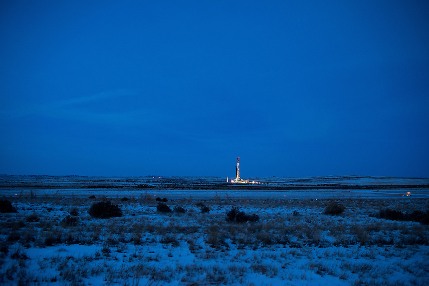 "An oil drilling rig breaks the evening skyline of the Great Plains near Douglas, Wyo., Thursday, November 22, 2013. The state will require pre-drilling testing of groundwater at sites where hydraulic fracturing, also known as ""fracking"" is used. (Kevin Moloney for the New York Times) <br /> <br /> EDS: there is no way for me to determine if this well is or will be ""fracked."" The fracking equipment I have photographed before is a semi-trailer setup brought in after the initial drill, This is simply a drilling rig."
