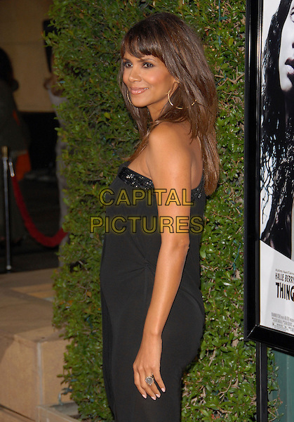 HALLE BERRY.attends The Dreamworks L.A. Premiere of Things We Lost in The Fire held at The Egyptian Theatre in Hollywood, California, USA, October 15 2007..half length black one shoulder strap dress profile side pregnant.CAP/DVS.©Debbie VanStory/Capital Pictures