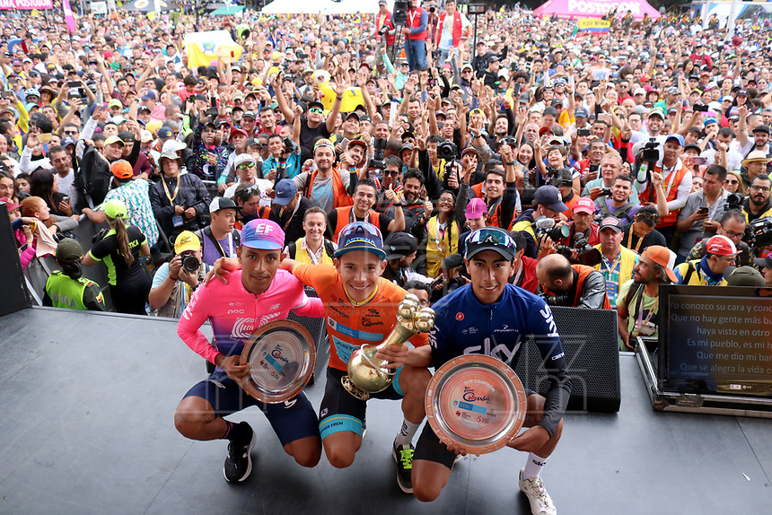 MEDELLIN - COLOMBIA, 17-02-2019:Miguel Angel López (Centro) del equipo Sky celebra con el trofeo en forma de Poporo al  quedar campeón del Tour Colombia 2.1 2019 : lo acompañan a la izquierda de la foto Daniel Martínez tercer puesto del equipo EF Education Firts y a la derecha Ivan Sosa segundo Puesto del equipo Sky durante sexta etapa del Tour Colombia 2.1 2019 con un recorrido de 173.8 Km, que se corrió con salida en El Retiro  y llegada en Las Palmas, Antioquia. / Miguel Angel López (Center)of team sky  celebrates with the trophy in the form of Poporo to be champion of the Tour Colombia 2.1 2019: they accompany him to the left of the photo Daniel Martínez third place of the EF Education Firts team and to the right Ivan Sosa second position of the Sky teamduring the sixth stage of 173.8 km of Tour Colombia 2.1 2019 that ran in El Retiro with start and arrival in Las Palmas, Antioquia.  Photo:VizzorImage / Eder Garces / Fedeciclismo Prensa / Cont