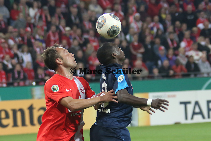 Nikolce Noveski (Mainz) gegen Anthony Ujah (Köln) - 1. FSV Mainz 05 vs. 1. FC Köln, Coface Arena, 2. Runde DFB-Pokal