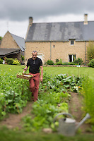 France, Morbihan (56), Landévant : Chambre et Table d' hôtes: Talvern , le  chef Patrick Gillot  dans son potager // France, Morbihan, Landévant, the chief Patrick Gillot in his garden