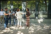 Katrin Goering-Eckardt, Fraktionsvorsitzende von Buendnis 90/Die Gruenen (rechts im Bild), besuchte am Mittwoch den 8. August 2018 den Berliner Mietverein. Sie sprach dort mit Mieterinnen und Mietern ueber deren Erfahrungen mit Vermietern und Hausbesitzern und mit verschiedenen Mietern. Von Mitarbeiterinnen und Mitarbeitern des Berliner Mieterverein e.V. lies sie sich von den Beratungserfahrungen des Vereins berichten.<br /> 8.8.2018, Berlin<br /> Copyright: Christian-Ditsch.de<br /> [Inhaltsveraendernde Manipulation des Fotos nur nach ausdruecklicher Genehmigung des Fotografen. Vereinbarungen ueber Abtretung von Persoenlichkeitsrechten/Model Release der abgebildeten Person/Personen liegen nicht vor. NO MODEL RELEASE! Nur fuer Redaktionelle Zwecke. Don't publish without copyright Christian-Ditsch.de, Veroeffentlichung nur mit Fotografennennung, sowie gegen Honorar, MwSt. und Beleg. Konto: I N G - D i B a, IBAN DE58500105175400192269, BIC INGDDEFFXXX, Kontakt: post@christian-ditsch.de<br /> Bei der Bearbeitung der Dateiinformationen darf die Urheberkennzeichnung in den EXIF- und  IPTC-Daten nicht entfernt werden, diese sind in digitalen Medien nach &sect;95c UrhG rechtlich geschuetzt. Der Urhebervermerk wird gemaess &sect;13 UrhG verlangt.]