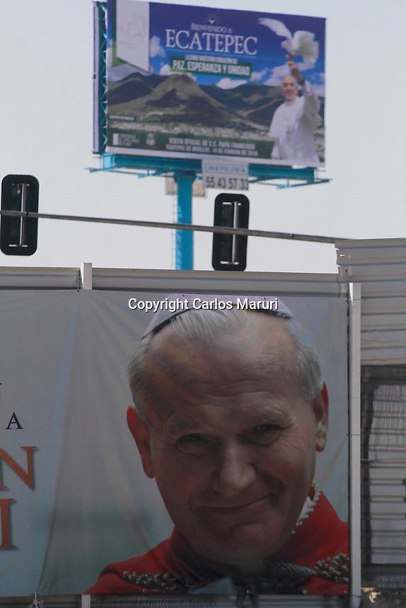 Ecatepec, Estado de M&eacute;xico 14/Febrero/2016.<br /> El Papa Francisco en su gira por M&eacute;xico, visito por primera vez el municipio de Ecatepec, en el Estado de M&eacute;xico.<br /> En dicho municipio el pont&iacute;fice, paso por la Av. Central Hank Gonz&aacute;lez, en donde miles de fieles se dieron cita para recibir a su santidad el Papa Francisco, en el lugar oficio una misa en el predio conocido como &ldquo;El Caracol&rdquo;.