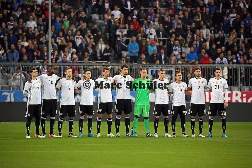 Deutsche Nationalmannschaft bei der Schweigeminute - Deutschland vs. Italien, Allianz Arena München