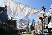 Enkuizen -  Zuiderzeemuseum. Wasgoed hangt te wapperen aan de waslijn